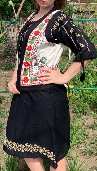 Vesta brodata cu model Traditional Suzana 10 [1]