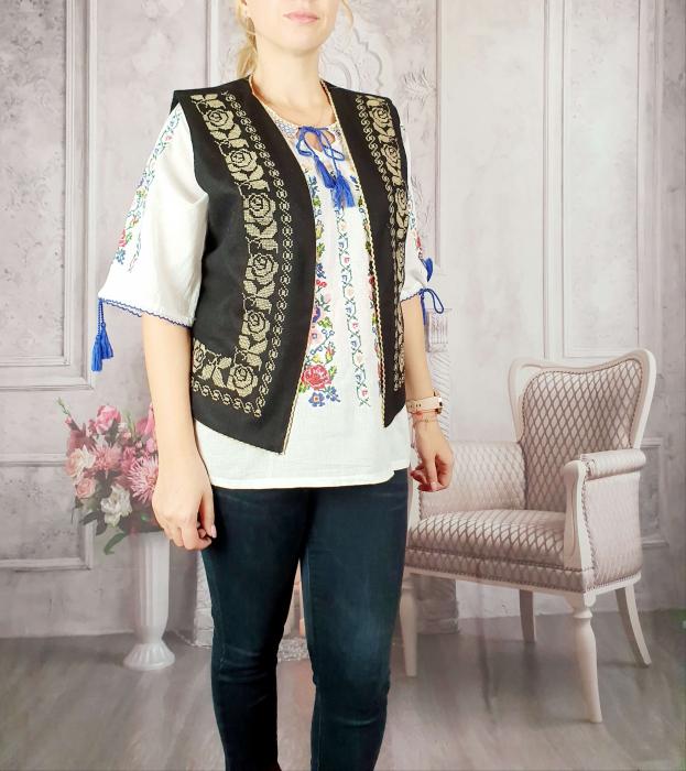 Vesta brodata cu model Traditional Suzana 14 [2]