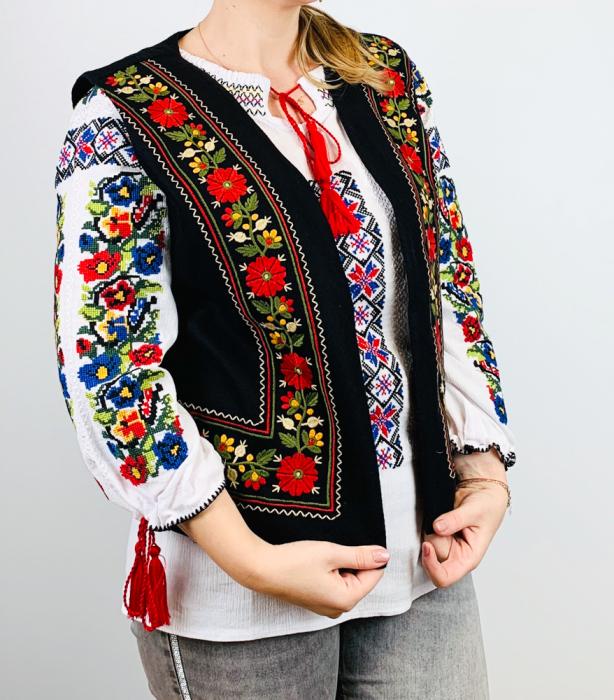 Vesta brodata cu model Traditional Suzana 15 [0]