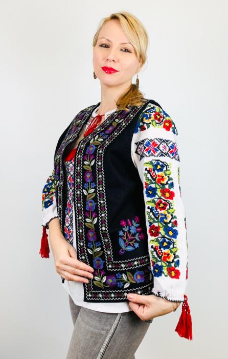 Vesta brodata cu model Traditional Suzana 16 [1]