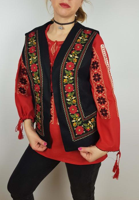 Vesta brodata cu model Traditional Suzana 8 0