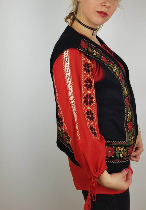 Vesta brodata cu model Traditional Suzana 8 4