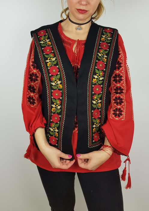 Vesta brodata cu model Traditional Suzana 8 3
