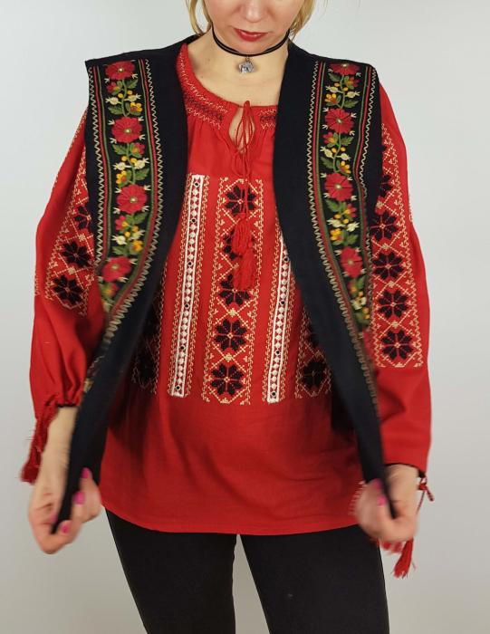 Vesta brodata cu model Traditional Suzana 8 2