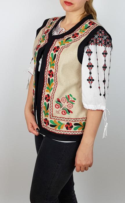 Vesta brodata cu model Traditional Suzana 9 [1]