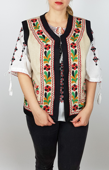 Vesta brodata cu model Traditional Suzana 9 [0]