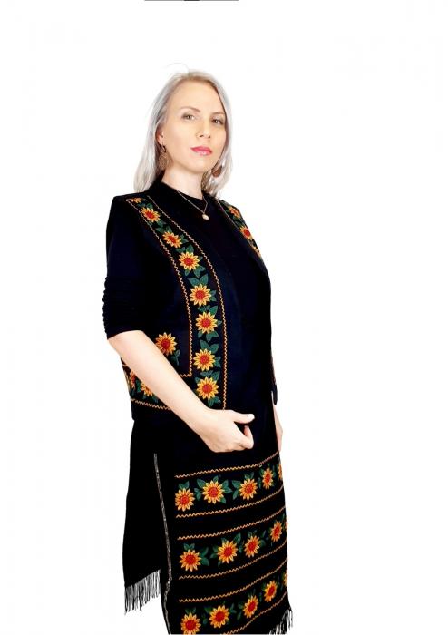 Costum Popular cu broderie traditionala - Prisilla [6]