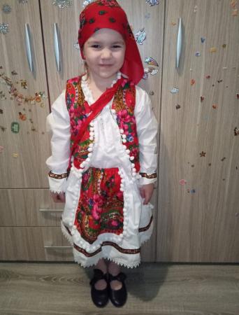 Costum popular fetite Maria format din 5 piese ( 1 ani si 8 ani ) [0]
