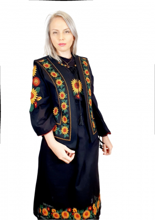 Costum Popular cu broderie traditionala - Prisilla [1]