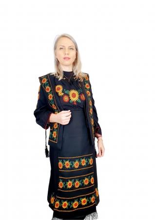 Costum Popular cu broderie traditionala - Prisilla [0]