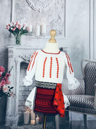 Costum Traditional Fetite Bianca 41