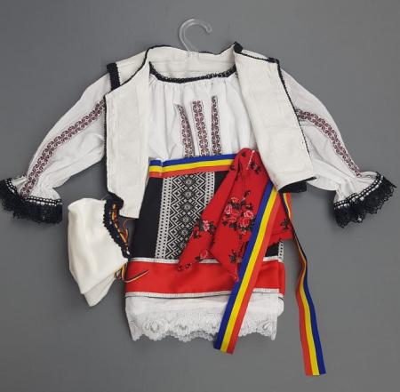 Costum Traditional Fetite Bianca2