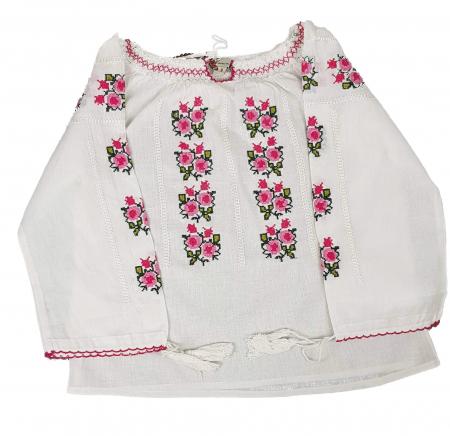 Ie traditionala fetita Maricica [1]