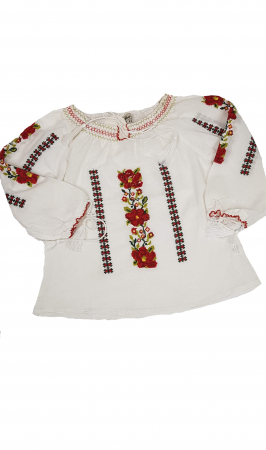 Ie traditionala fetita Tinca [1]