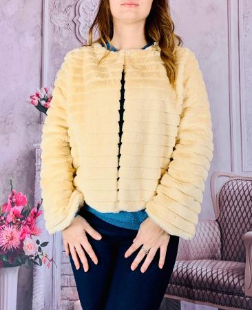 Jacheta cu talie scurta din blana sintetica - crem unt [0]