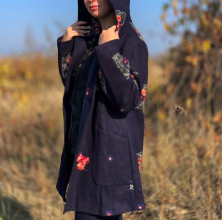 Palton brodat Amelie Bleumarin [1]
