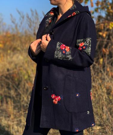 Palton brodat Amelie Bleumarin [2]