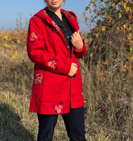 Palton brodat Amelie Rosu [1]