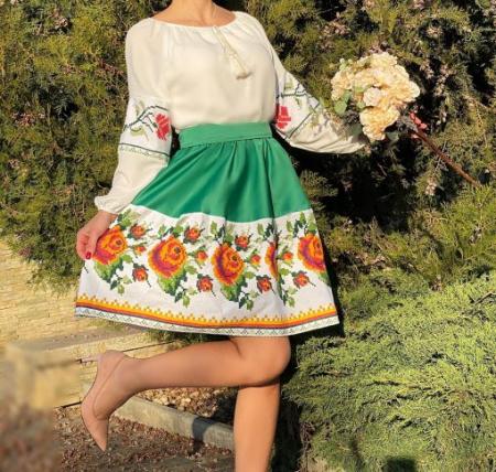 Rochie Traditionala stilizata cu motive florale Maria1