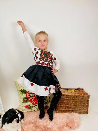 Rochita stilizata cu motive traditionale Laura 4 [1]