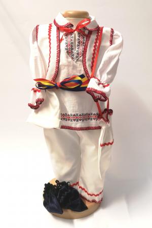 Set Costum National pentru baieti Victoras 6: lumanare , trusou si cutie botez traditional [1]