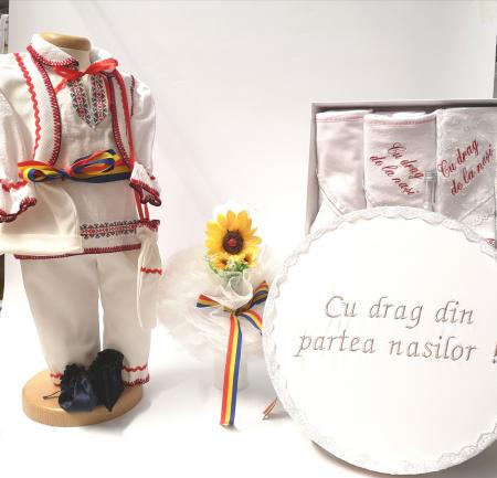 Set Costum National pentru baieti Victoras 6: lumanare , trusou si cutie botez traditional [0]