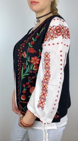Vesta brodata cu model Traditional cu Flori 21