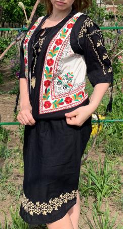 Vesta brodata cu model Traditional Suzana 10 [3]