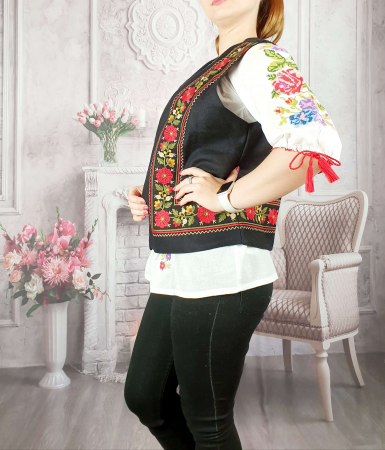 Vesta brodata cu model Traditional Suzana 13 [1]