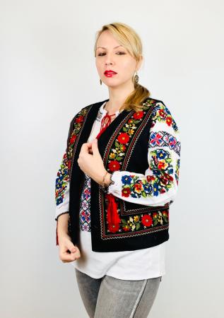 Vesta brodata cu model Traditional Suzana 15 [2]