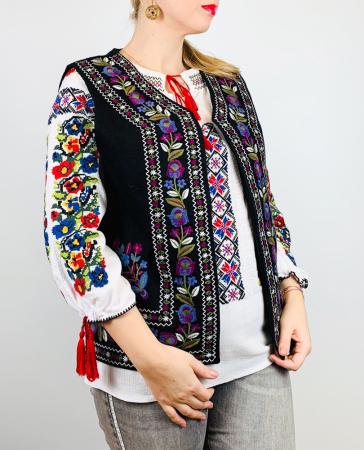 Vesta brodata cu model Traditional Suzana 16 [0]