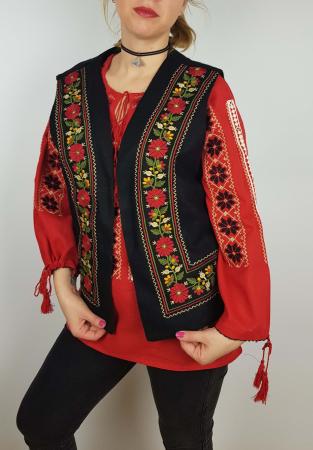 Vesta brodata cu model Traditional Suzana 80