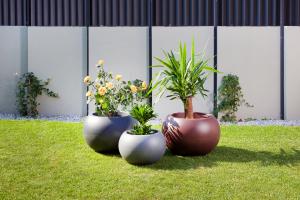 Ghiveci PE modern, rotund, imitație granit, model SWING LOW S1