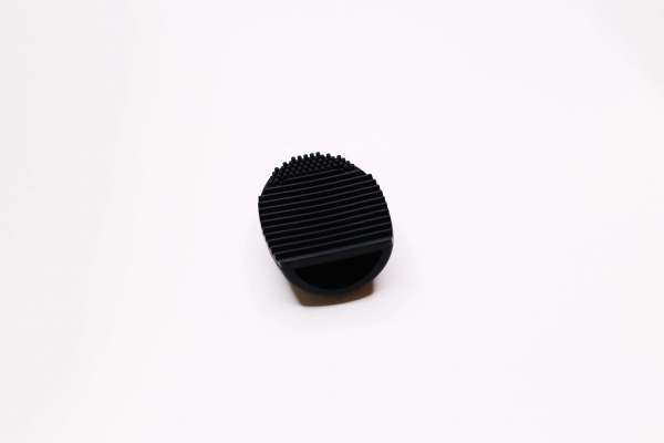 Dispozitiv BeSpecial pentru curatat pensule