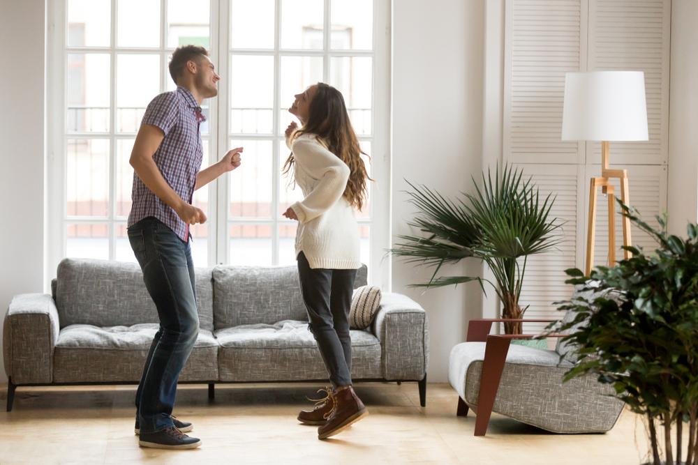 Transformă-ți casa în acasă: 10 ponturi utile