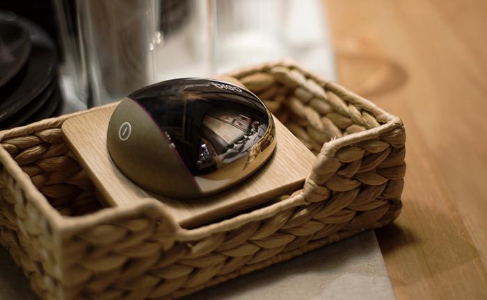 Dispozitiv masaj pentru scalp incarcare wireless - cu baza 1