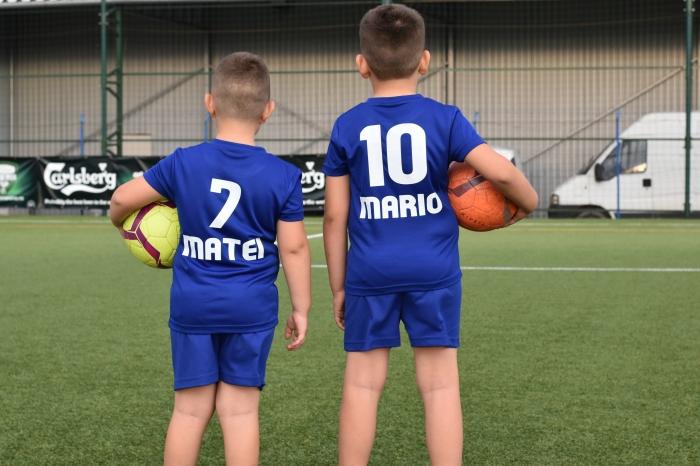 Echipament fotbal copii personalizat + Cana personalizata 1