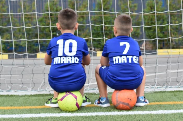 Echipament fotbal copii personalizat + Cana personalizata 2
