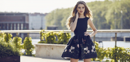 Rochie Betty M Evening Roses neagra cu flori scurta de vara baby doll3