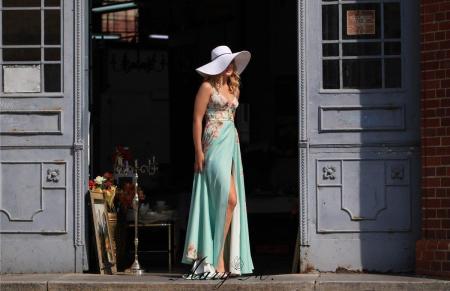 Rochie Betty M Phenomenal Roses verde cu flori lunga de vara in clos3