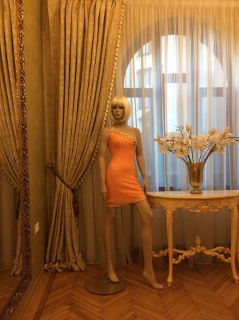 Rochie Sherri Hill 21138 portocalie scurta de seara mulata din paiete2