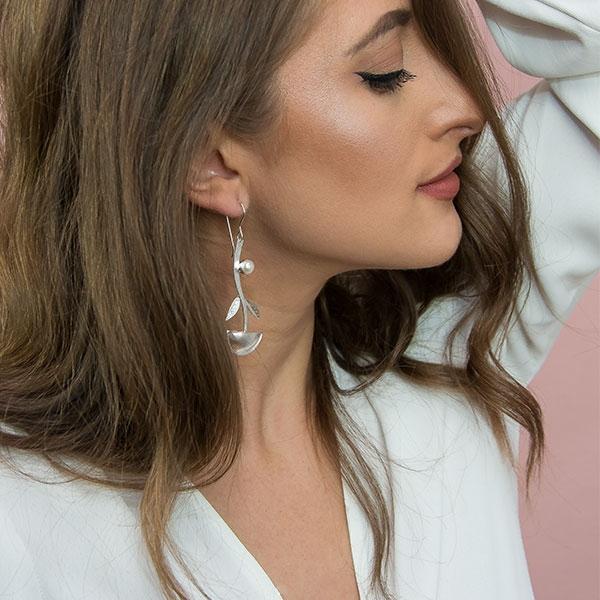Cercei lungi eleganți din argint satinat mat cu perle de cultură [3]