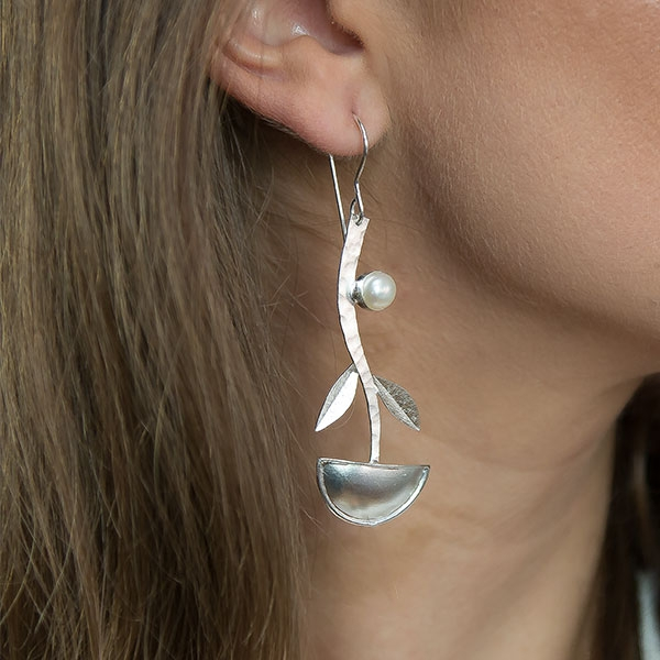 Cercei lungi eleganți din argint satinat mat cu perle de cultură [1]