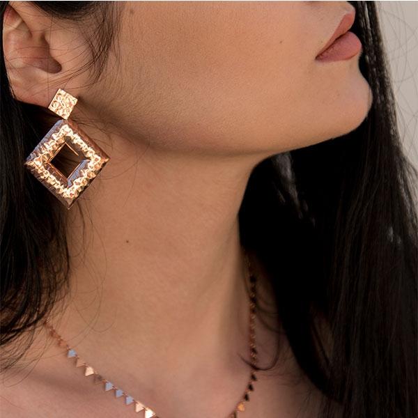 cercei-argint-placat-cu-aur-rose-model-geometric-texturat-janette [2]