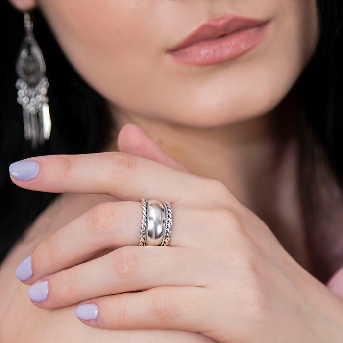 Inel verighetă lată din argint cu detalii antichizate [1]
