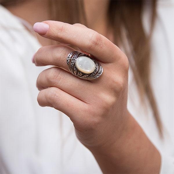 Inel din argint antichizat lat cu marcasite și sidef alb [1]