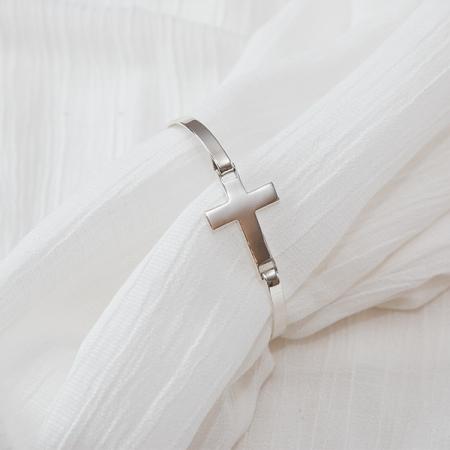 Brățară fixă, din argint, cu pandantiv cruce [5]