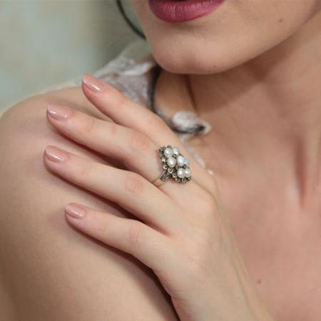 Inel elegant din argint antichizat cu cristale de marcasită și perle [1]