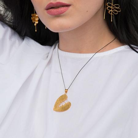 Pandantiv din argint satinat aurit în formă de inimă cusută [1]