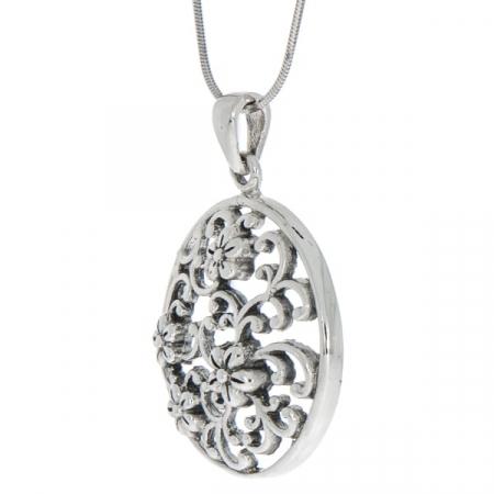 Pandantiv rotund din argint antichizat cu detalii florale [3]